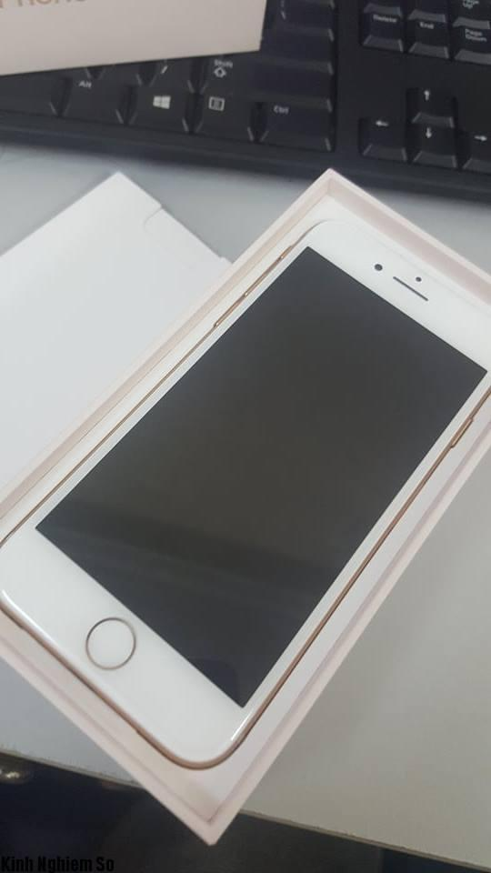 cung-kns-dap-hop-iphone-8-tren-tay-trong-chat-ngau-hinh-2