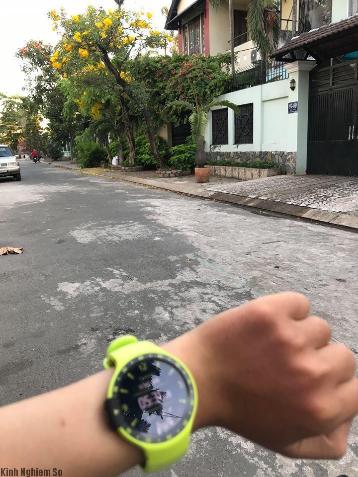 dap-hop-tren-tay-dong-ho-thong-minh-smartwatch-ticwach-s-anh-2