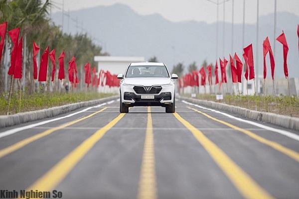 Xe Vinfast Lux Sa2.0, thế hệ xe đầu tiên của Vinfast chính thức lăn bánh hình 3