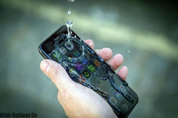 Trong tương lai màn hình của iPhone vẫn nhận ra cử chỉ khi bị ướt.