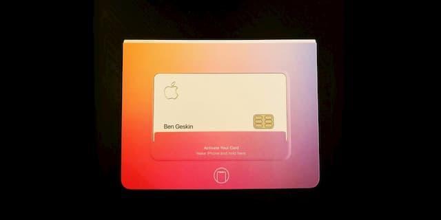 Bao bì sặc sỡ trong vỏ Apple Card