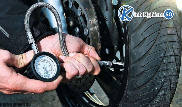 Kiểm tra định kỳ phanh và lốp xe