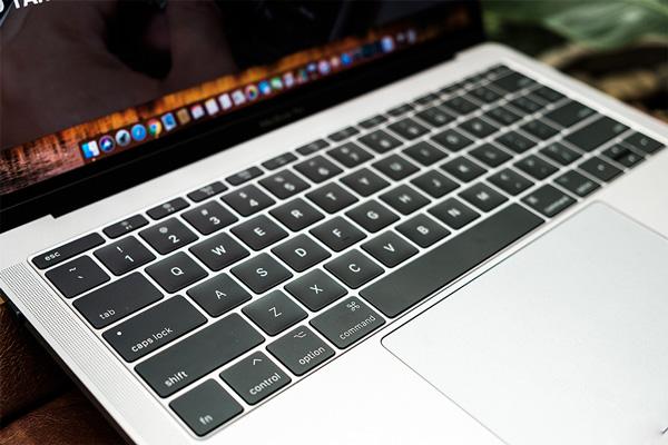 Bật đèn bàn phím Macbook