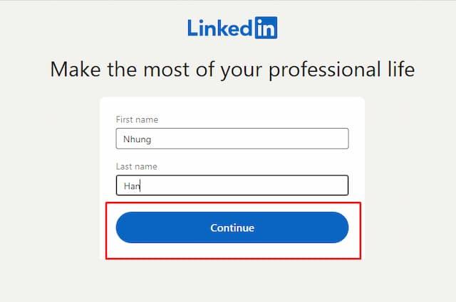Nhập First name, Last nam để tạo tài khoản LinkedIn